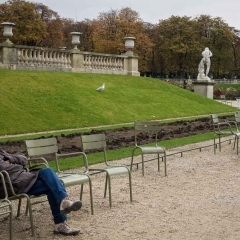 Sunday nap at Jardin du Luxembourg